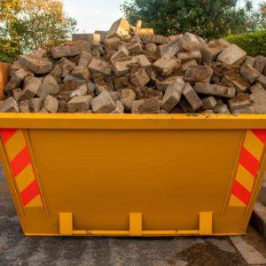 Kiedy pozwolenie na postawienie kontenera na gruz i odpady budowlane jest obowiązkowe? Poradnik