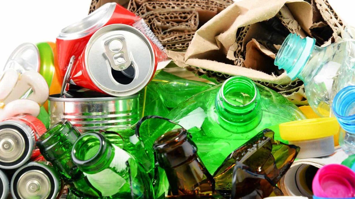 Odpady komunalne zawierające surowce wtórne - plastik, szkło, papier i aluminium