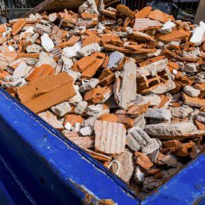 Odpady budowlane w kontenerze